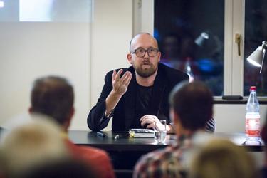 Thomas Bellartz bei einer Lesung in Leipzig.